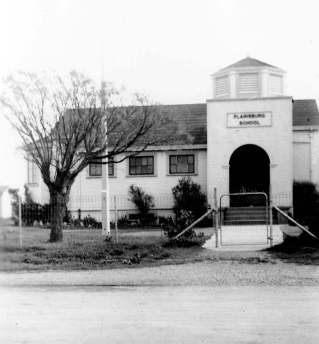 Plainsburg School around 1930